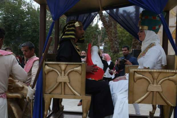 القرية الفرعونية تحتفل بعيد الحب بإقامة أول حفل زفاف فرعوني