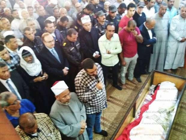 تشييع جثمان الشهيد مصطفى حمدون في جنازة عسكرية بمسقط رأسه ببني سويف