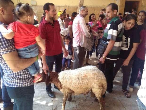 بالصور  المصلون يتوافدون على كنيسة العذراء بمسطرد وسط إجراءات أمنية مشددة