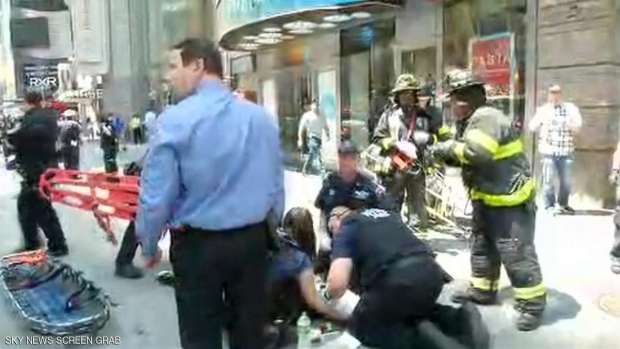 سيارة تدهس عددا من المارة في نيويورك وسقوط اصابات