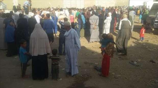 بالصور| محافظ بني سويف يوزع 1000 شنطة أدوات مدرسية على تلاميذ قرية المحمودية