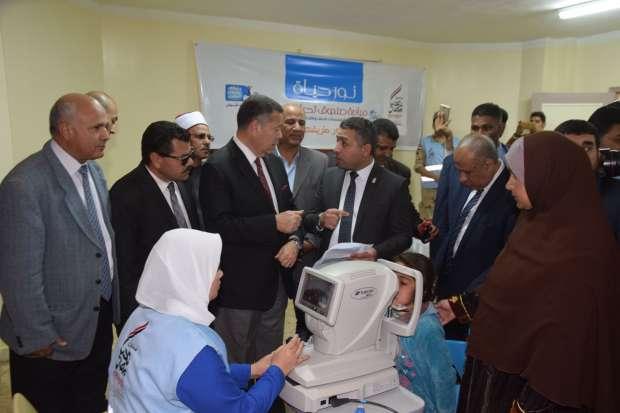 """محافظ بني سويف يدشن مبادرة """"نور حياة"""" ويؤكد: رسالة أمل لمرضى العيون"""