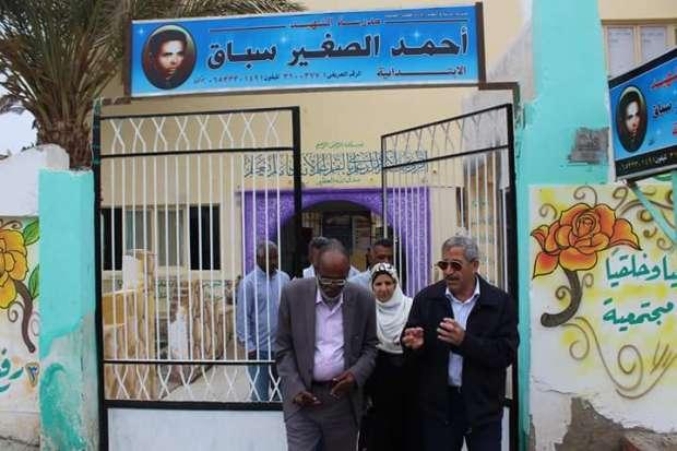 بالصور| رئيس مدينة القصير يتفقد مقار اللجان الانتخابية