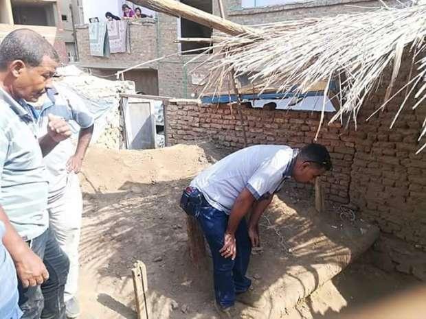 ضبط أعمال حفر وتنقيب عن الآثار في 4 منازل بأسوان