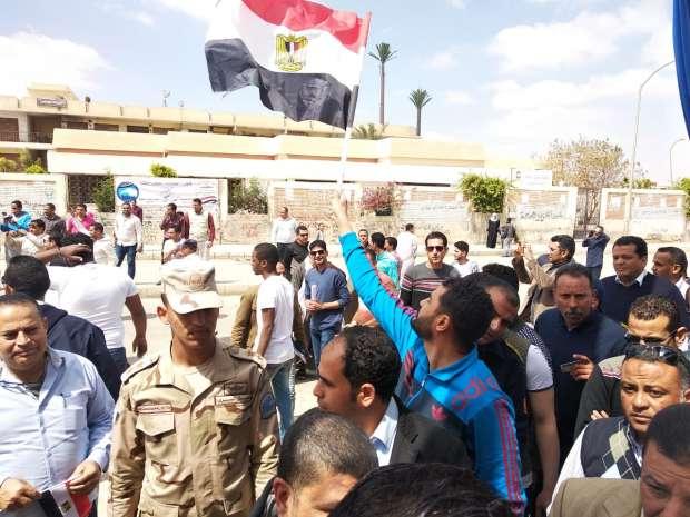 بالصور| إقبال عمالي كثيف للمشاركة في الاستفتاء على التعديلات الدستورية