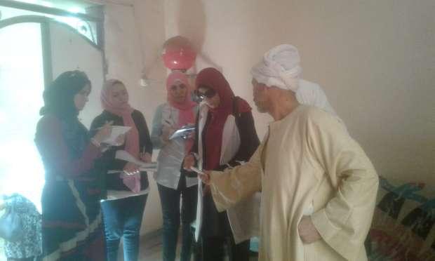 وفد من محافظة بني سويف يزور 70 من أسر شهداء الجيش والشرطة
