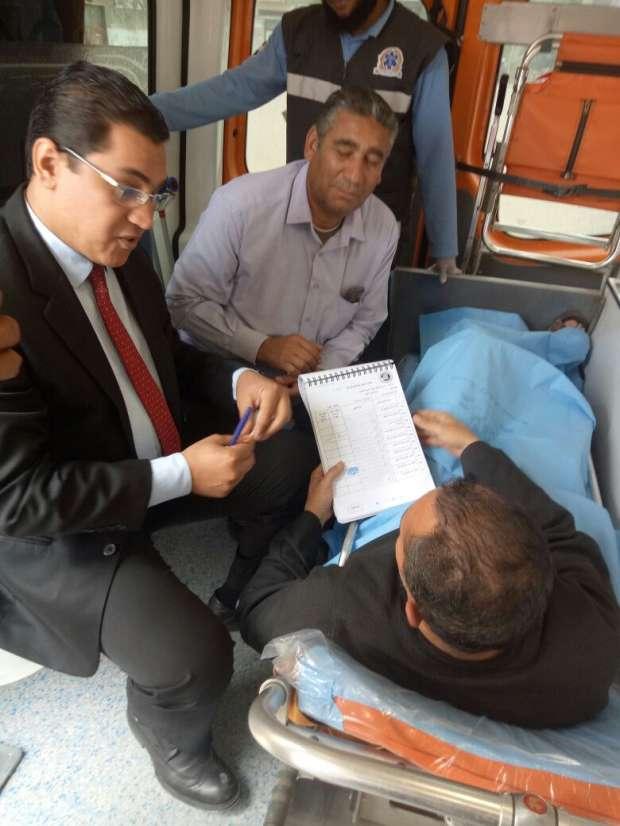 بالصور| مواطن يستعين بسيارة إسعاف لنقله للجنته للإدلاء بصوته بالفيوم
