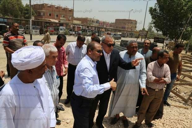 بالصور| محافظ قنا والنائب حسين فايز يتفقدان الأعمال الإنشائية لكوبري دشنا