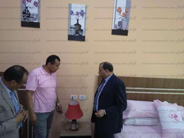 قبل افتتاحه.. رئيس جامعة بني سويف يتفقد دار الضيافة الجديد