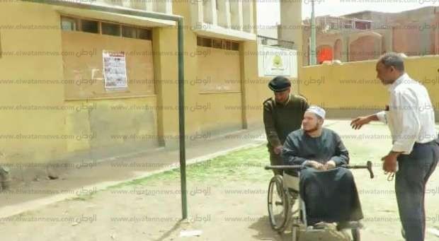 """""""أمن أسوان"""" توفر سيارة لكفيف أراد الإدلاء بصوته في الانتخابات الرئاسية"""