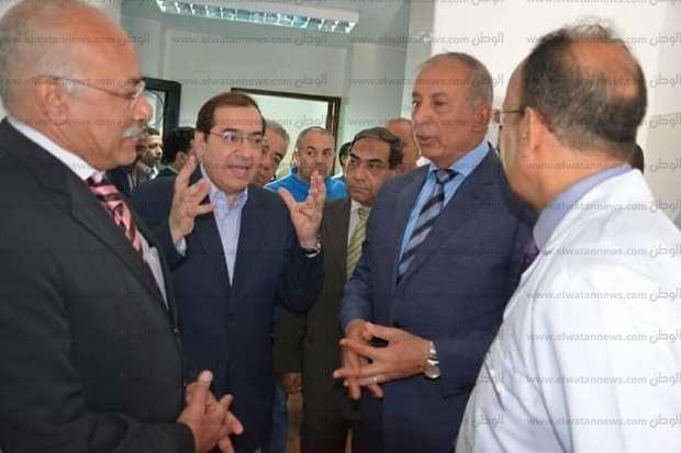 بالصور  وزير البترول يتفقد مستشفى رأس غارب بالبحر الأحمر
