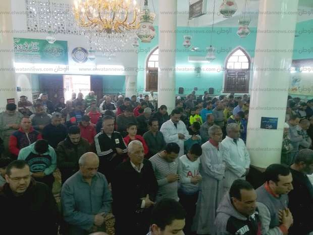 أهالي بني سويف يؤدون صلاة الغائب على ضحايا حادث محطة مصر