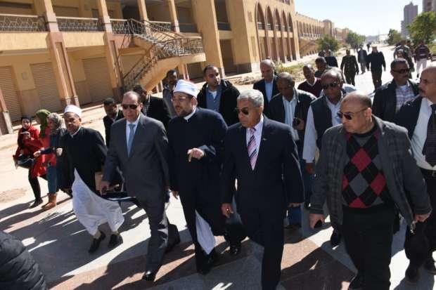 محافظ أسوان: خطة متكاملة مع وزارة الأوقاف لإنهاء المشروعات المشتركة