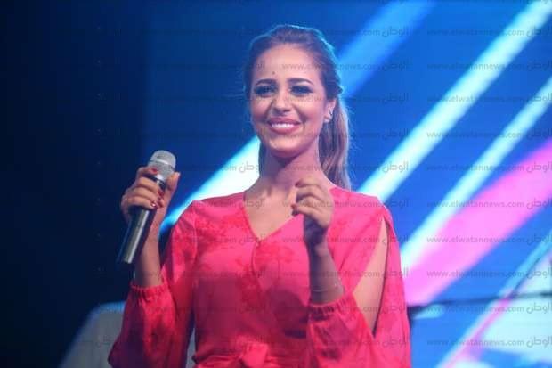 بالصور  رنا سماحة تشعل حماس الجمهور في حفلها بالساحل الشمالي