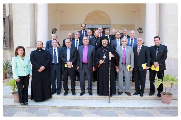 رئيس الإنجيلية يهنئ بطريرك الكاثوليك بعيد القيامة: المحبة حاضرة