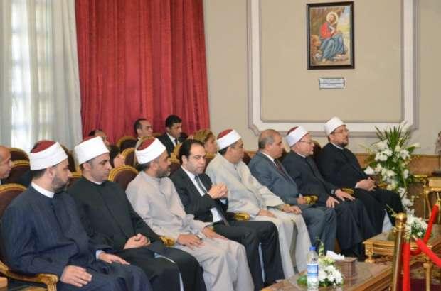 بالصور| وزير الأوقاف للبابا تواضروس: مصر نموذج فريد في الوحدة الوطنية