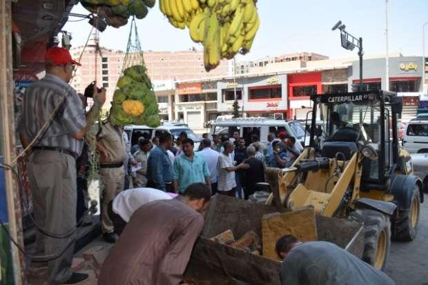 رفع 65 حالة إشغال متنوعة و27 عائقا خرسانيا في حملة مكبرة بالفيوم