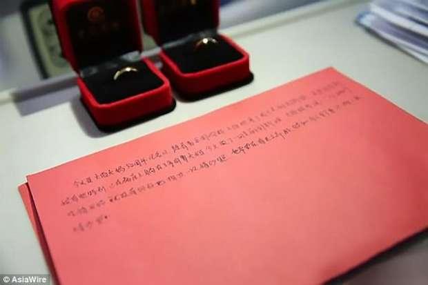 """بالصور  """"الوفاء في الحب"""".. يحتفل بعيد زواجه الـ50 في العناية المركزة"""