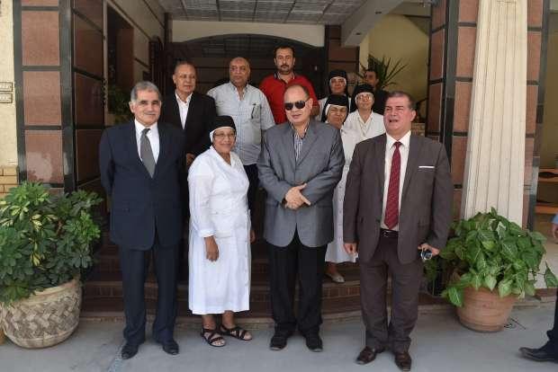 محافظ الفيوم يشدد على نظافة المدارس وتوفير علم مصر بإحداها