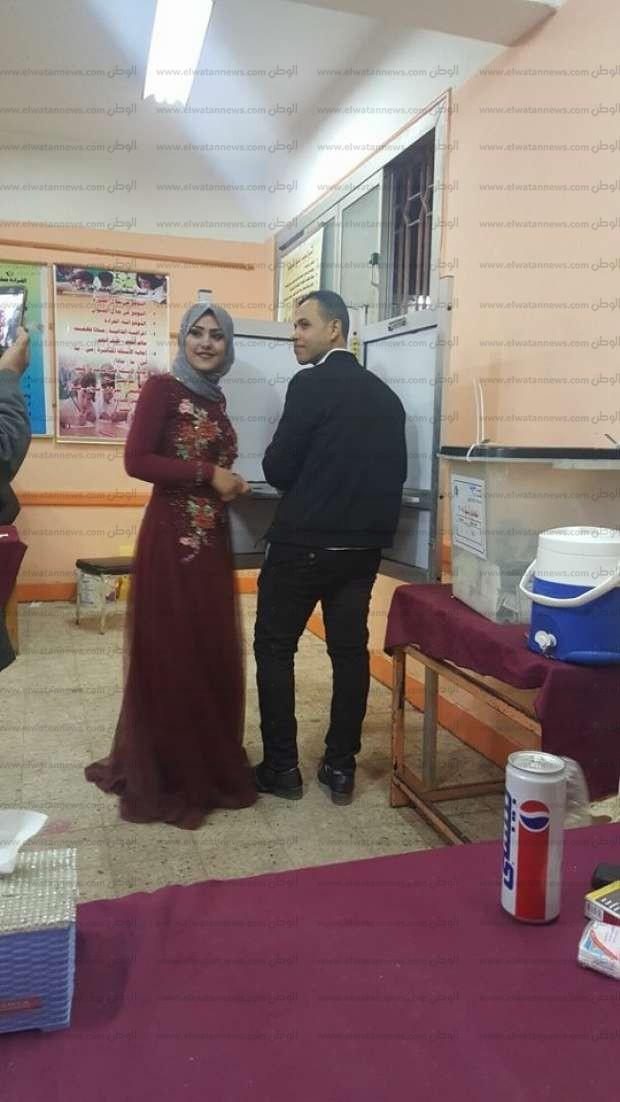بالصور| عروسان يدليان بصوتهما في الانتخابات الرئاسية بالشرقية