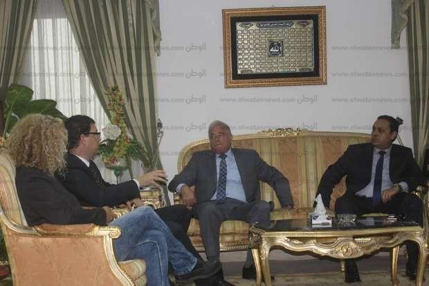 بالصور| محافظ جنوب سيناء يشكر ألمانيا لعدم وقفها السفر إلى شرم الشيخ