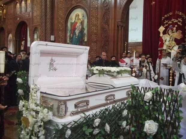 بالصور  تشييع جثمان وكيل عام مطرانية الأقباط الأرثوذكس في الفيوم