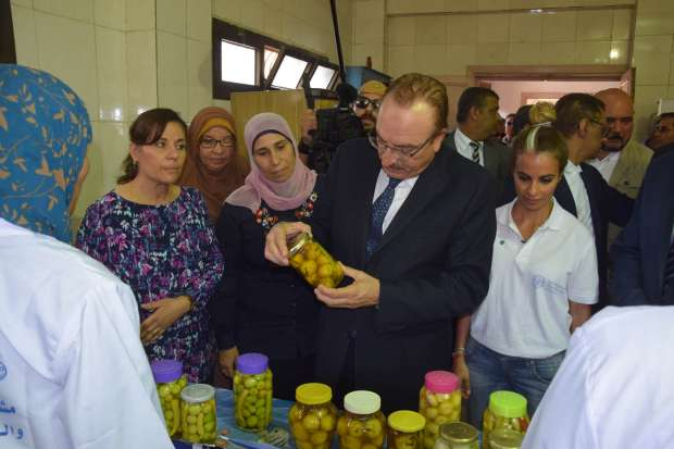 بالصور  محافظ بني سويف ووفد منظمة «الفاو» يتفقدان مشروع تحسين الغذاء