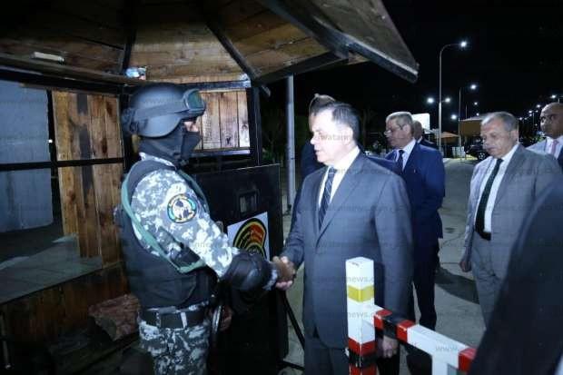 بالصور| وزير الداخلية يتفقد الإجراءات الأمنية بمطار شرم الشيخ الدولي