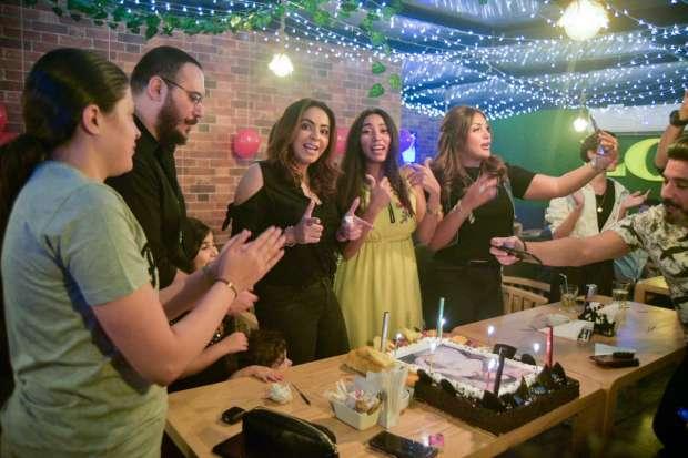 بالصور.. ياسمين نيازي تحتفل بعيد ميلادها وسط نجوم الفن