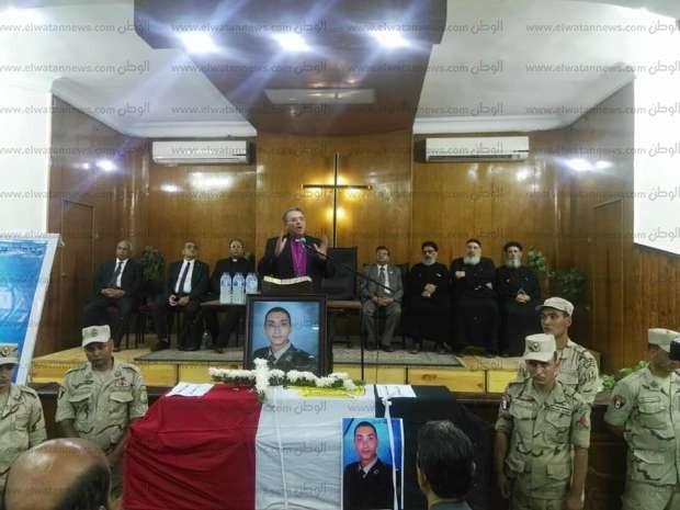 رئيس الطائفة الإنجيلية في جنازة الشهيد فادي مدحت: ضحى بحياته عشان يعيش