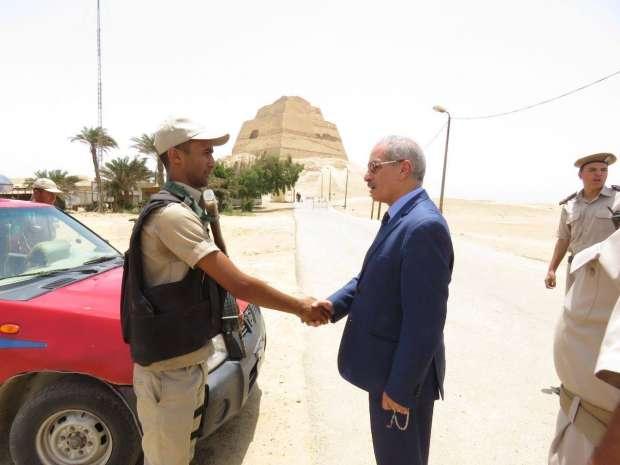 بالصور| مدير أمن بني سويف يفاجئ الخدمات الأمنية بمنطقة أثار ميدوم