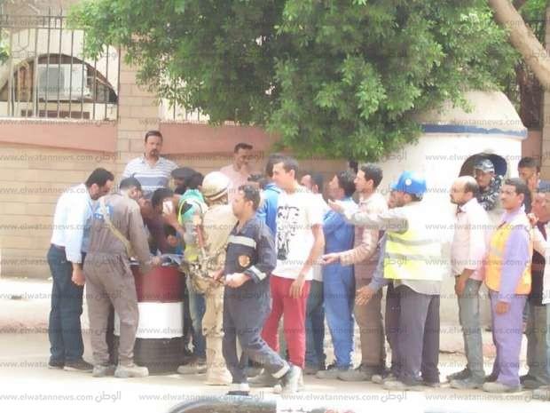 """شباب مصنع """"كيما 2"""" يدلون بأصواتهم في لجنة الشابات المسلمات بأسوان"""