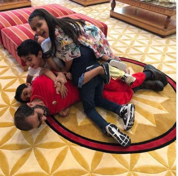 فيديو| محمد بن راشد يحتفل بذكرى ميلاده وسط أحفاده