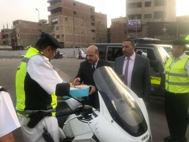 بالصور| قيادات «الداخلية» تتفقد الخدمات المرورية على طريق «الإسكندرية»