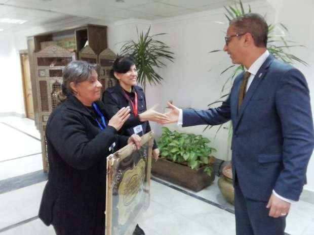 محافظ سوهاج يعيد معلمة إلى أحضان أبنائها بقرار إنساني