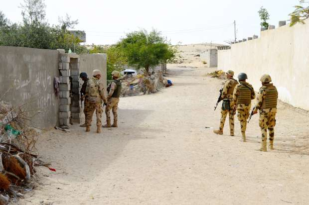 القوات المسلحة تواصل مداهمة البؤر الإرهابية في سيناء