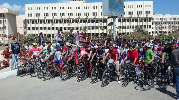 بالصور| جامعة الفيوم تشارك في سباق للدراجات ضمن احتفالات المحافظة بعيدها القومي