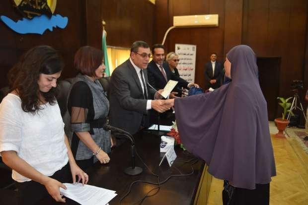 """محافظ الفيوم يكرم 120 سيدة ضمن مبادرة """"أمهات رائدات"""""""