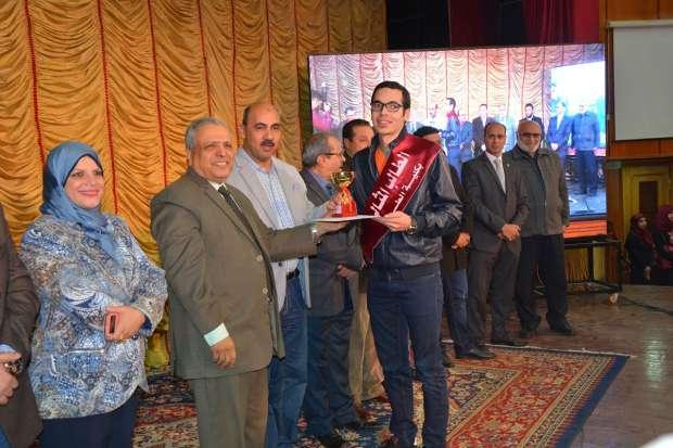 بالصور| تكريم الفائزين في مسابقة العروض المسرحية القصيرة بجامعة الفيوم