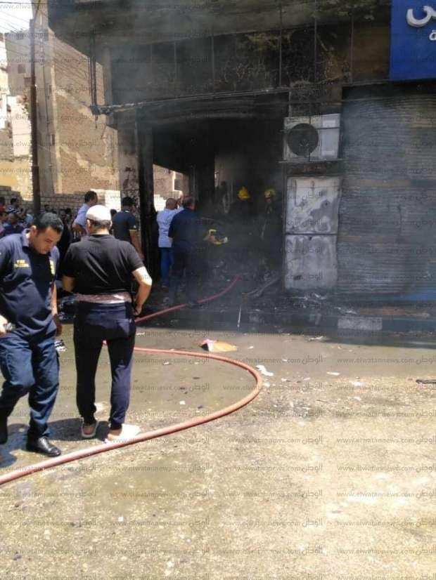 بالصور  إخماد حريق في معرض أجهزة كهربائية ببني سويف
