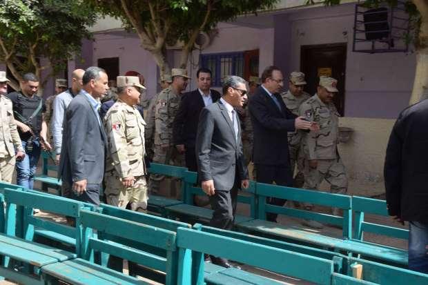 محافظ بني سويف يلتقي قيادات الجيش لمتابعة الاستعدادات الانتخابية