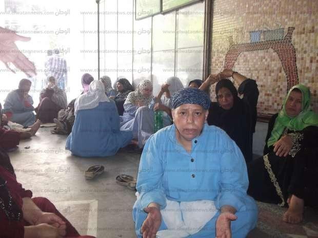 إضراب عمال مستشفى الفيوم العام احتجاجا على أجورهم الضعيفة: فين حقوقنا