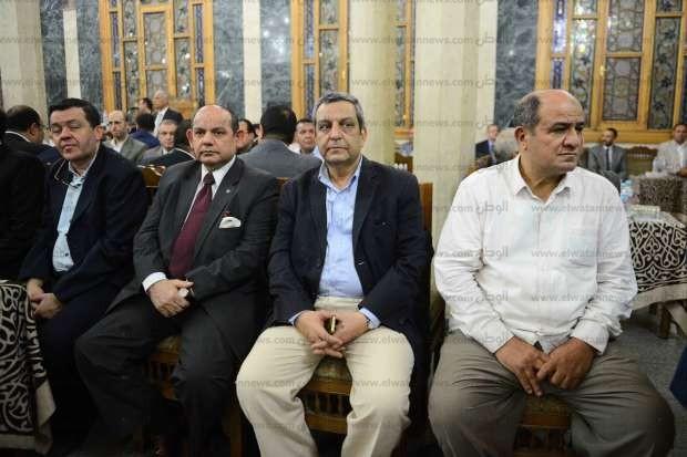 بالصور| السادات وبكري وسرايا في عزاء شقيقة نقيب الصحفيين