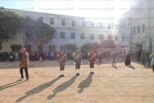 """""""تعليم بني سويف"""" تكرم القيادات الأمنية في احتفالية فنية بمدرسة النيل"""