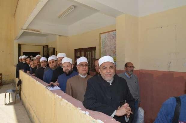 بالصور.. قيادات وأئمة الأوقاف يدلون بأصواتهم: الاستفتاء واجب وطني