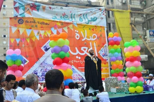 صور| إطلاق 1000 بالونة على المصلين بساحة مسجد سيدي بشر بالإسكندرية