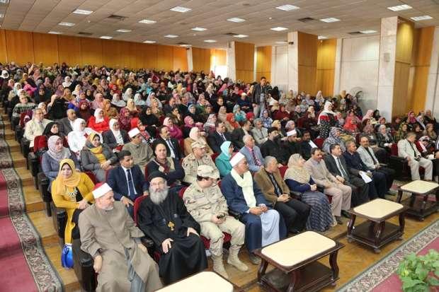محافظ المنوفية يشهد حفل الهيئة العامة لتعليم الكبار