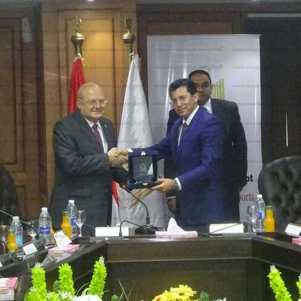 توقيع بروتوكول تعاون بين جامعة الزقازيق ووزارة الشباب والرياضة