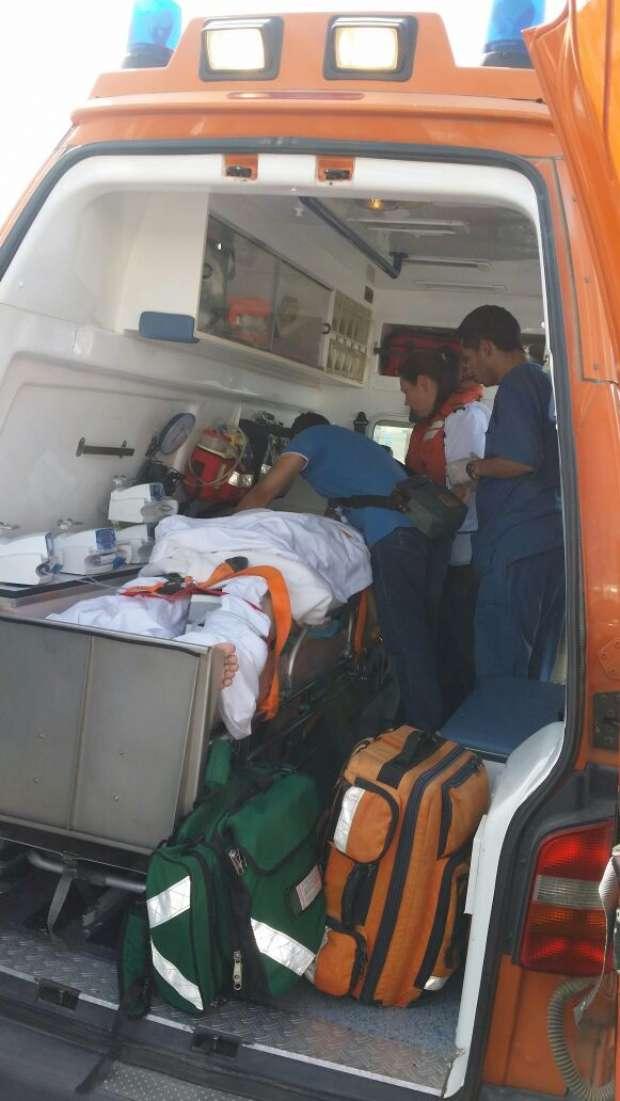 بالصور| رئيس موانئ البحر الأحمر يأمر بعلاج سائح إنجليزي على متن سفينة
