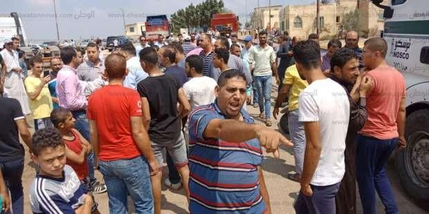 بالصور| تجمهر الأهالي لمنع نقل قطع آثرية خارج منطقة صان الحجر بالشرقية